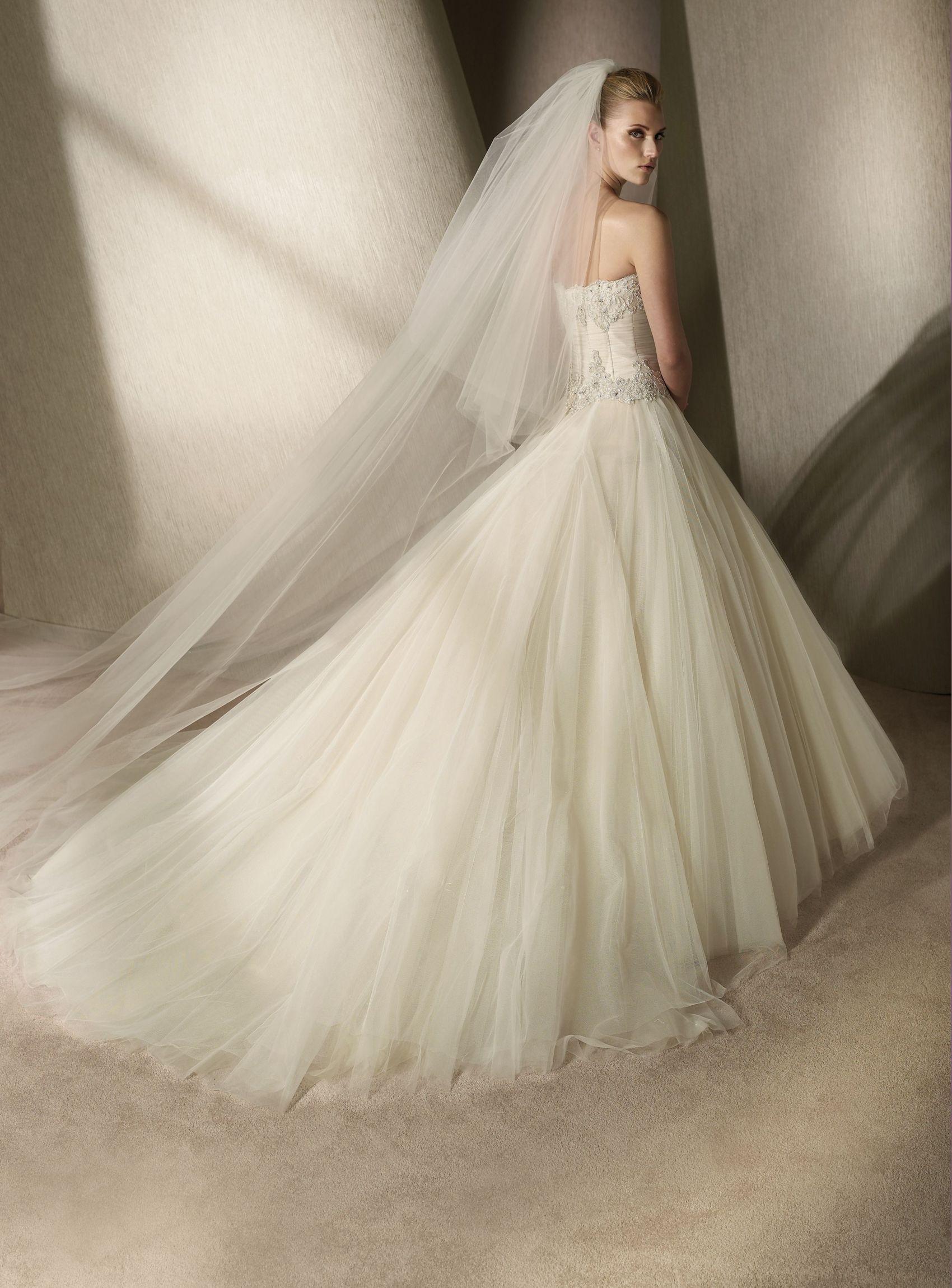 Свадебные  62-66 размера