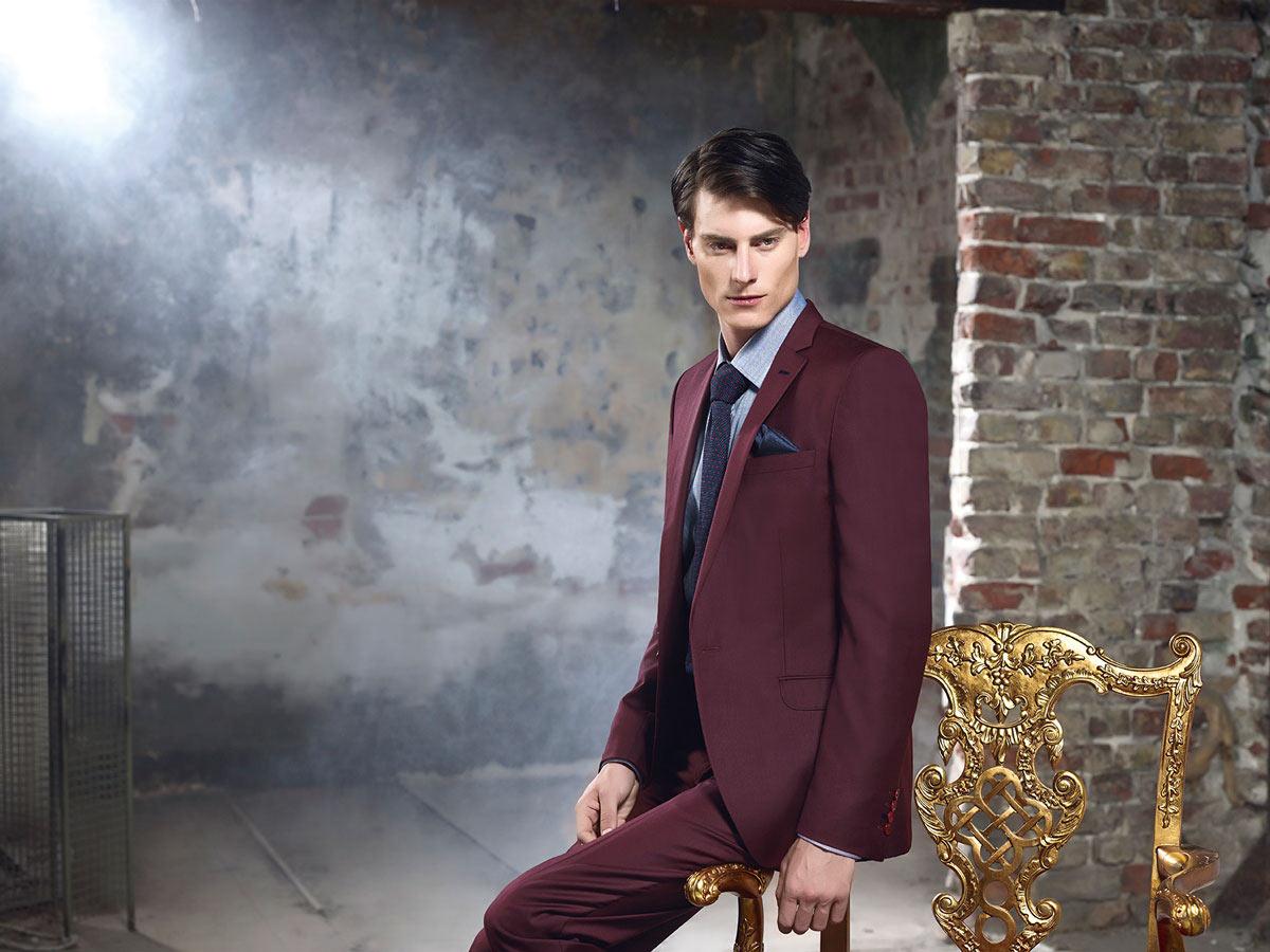 Бордовый мужской костюм