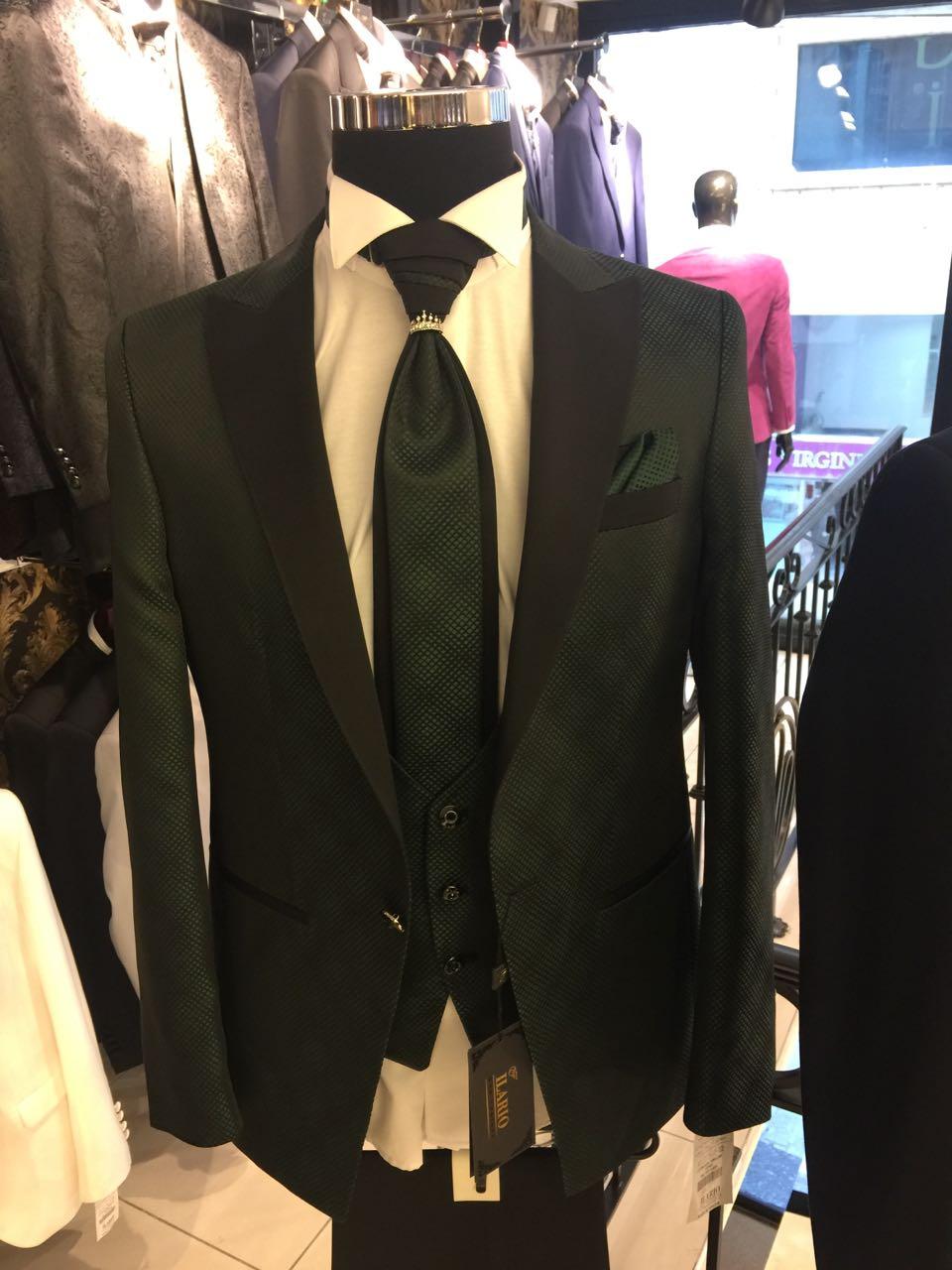 Зеленый свадебный костюм