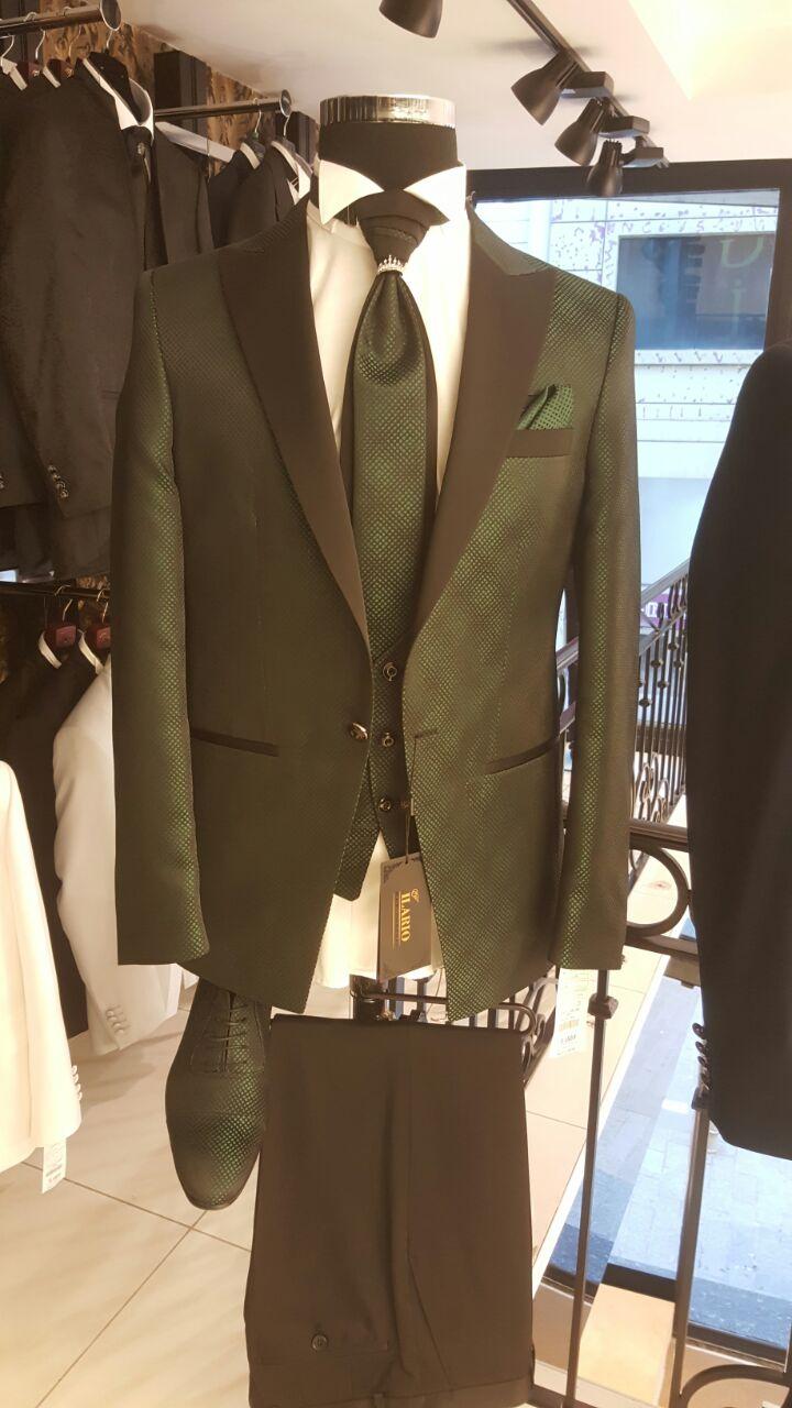 Зеленый свадебный костюм тройка