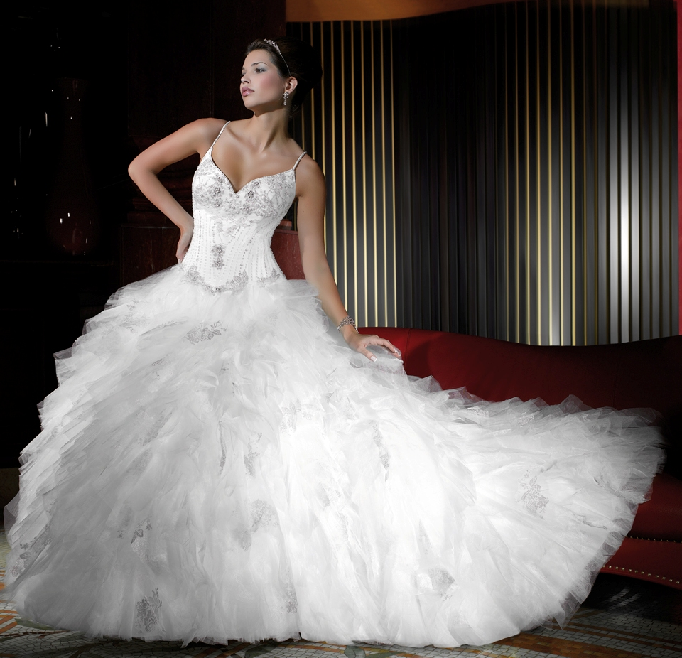Распродажа, акция, скидки на свадебные платья из Франции! Уникальная возможность купить дорогое свадебное платье со шлейфом по цене производителя во
