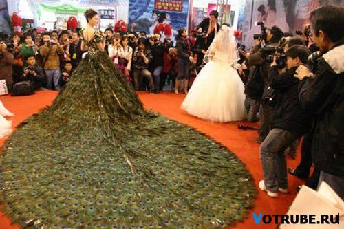 Но все самые лучшие свадебные платья уступают по шику и красоте тому, что было явлено миру на свадебной выставке в Нанкин. Самое пышное свадебное платье